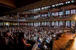 Les millors fotos de la setmana de Nació Digital El Palau de la Música acull l''acte inaugural de la commemoració de la Guerra Civil. Foto: Adrià Costa