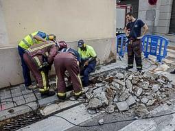 Les millors fotos de la setmana de Nació Digital Una fuita d'aigua obliga a desallotjar un edifici al centre de Sabadell. Foto: Juanma Peláez
