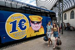 Les millors fotos de la setmana de Nació Digital Els autobusos de baix cost revolucionen els viatges a Europa per aquest estiu. Foto: Adrià Costa