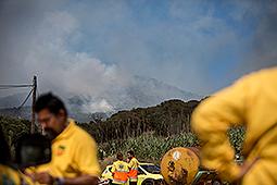 Incendi forestal a Blanes Bombers de la Generalitat i membres d'ADF sobre el terreny.