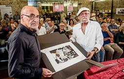 Les millors fotos de la setmana de Nació Digital <a href='http://www.naciodigital.cat/osona/noticia/51542/josep/vernis/veritables/homenatjats/son/treballen/cultura/aquest/pais'>Òmnium Cultural d'Osona i la Comissió 11 de setembre reconeixen el compromís cívic i cultural, i la tasca i trajectòria en pro de la cultura, la llengua, el país i la cohesió social de l'artista osonenc, Josep Vernis..</a></br> Foto: Adrià Costa