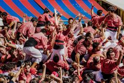 Les millors fotos de la setmana de Nació Digital Els Castellers deVilafranca i la Vella de Valls toquen el cel al Primer Diumenge de Santa Tecla. </br> Foto: Júlia Abelló