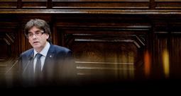 Les millors fotos de la setmana de Nació Digital El president de la Generalitat, Carles Puigdemont, certifica el seu compromís amb la convocatòria d'un referèndum vinculant per culminar el procés sobiranista. . Foto: Adrià Costa
