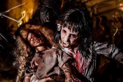 Les millors fotos de la setmana de Nació Digital Milers de zombies envaeixen Sitges durant la segona jornada del Festival de Cinema Fantàstic. Foto: Adrià Costa