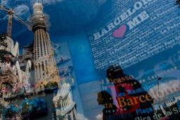 Les millors fotos de la setmana de Nació Digital El comerç de la Sagrada Família paga comissions perquè hi comprin turistes. Els guies només porten grups a les botigues a canvi d'un percentatge del recaptat. Foto: Adrià Costa