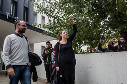 Les millors fotos de la setmana de Nació Digital Montse Venturós surt del jutjat després de declarar i defensar mantenir l'estelada hissada. Foto: Adrià Costa