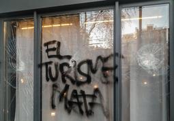 Les millors fotos de la setmana de Nació Digital Els Mossos investiguen els atacs contra el primer hotel que ha obert al cor de Gràcia. Foto: Jordi Bes
