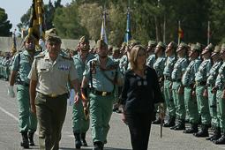 Carme Chacón, fotos històriques de la dirigent socialista Carme Chacón, passant revista a la Legió quan era ministra de Defensa (2008).Foto: Ministeri de Defensa