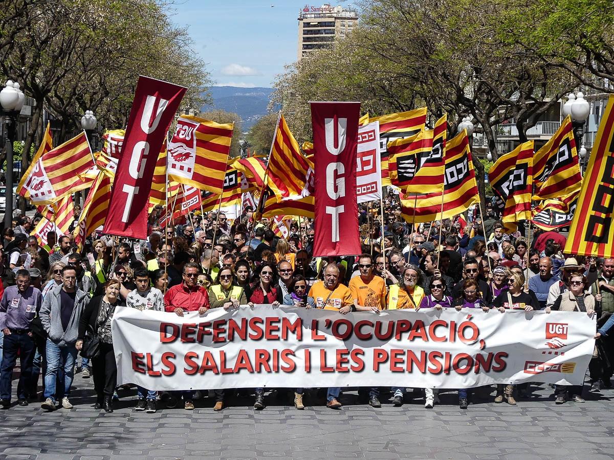 Les millors fotos de la setmana de Nació Digital Més de 1.500 persones surten al carrer a Tarragona per defensar els drets dels treballadors.Foto: Jonathan Oca