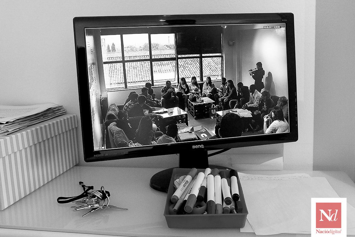 Les millors fotos de la setmana de Nació Digital Estudiants de la UVic-UCC fan de professors a presos de Lledoners.Foto: Albert Alemany