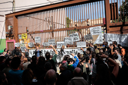 Les millors fotos de la setmana de Nació Digital El procés de desallotjament de Can SanPere de Premià de Mar, aturat de nou.Foto: Martí Albesa