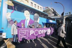 Les millors fotos de la setmana de Nació Digital El Tramabús de Podem fa un pas fugaç per Sabadell.</br>Foto: Juanma Peláez