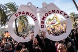 Les millors fotos de l'any de NacióDigital El judici al 9-N esperona una mobilització permanent del sobiranisme per forçar el referèndum.Foto: Adrià Costa