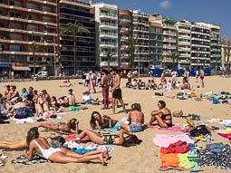Les millors fotos de l'any de NacióDigital Setmana Santa de sol i platja... però amb alguns xàfecs de tarda.Foto: Josep M. Montaner