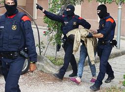 Les millors fotos de l'any de NacióDigital Divuit detinguts en una operació contra la droga a Tarragona.Foto: Jonathan Oca