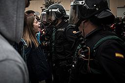 Les millors fotos de l'any de NacióDigital Guàrdia Civil i policia espanyola carreguen a les escoles on havien de votar Puigdemont i Forcadell.Foto: Carles Palacio