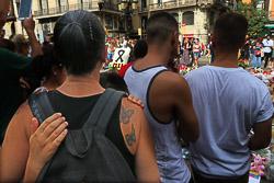 La Rambla de Barcelona canvia el terror per l'amor