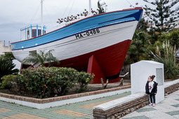 Eleccions andaluses 2015 La Dorada 1, el vaixell d'en Chanquete, de la sèrie «Verano Azul»  s'exposa a Nerja,  poble de la Costa del Sol malaguenya on es va ambientar la sèrie.