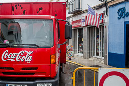 Eleccions andaluses 2015 Un camió de la Coca-Cola davant l'American Store de Rota.