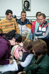Eleccions andaluses 2015 Joves de Marinaleda s'apunten a la llista per anar a recollir faves.