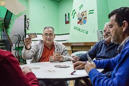 Eleccions andaluses 2015 Una colla juga a cartes a la Casa de Cultura de Marinaleda.