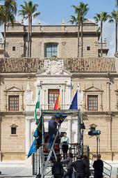 Eleccions andaluses 2015 Una periodista es prepara per connectar en directe des del parlament andalús.