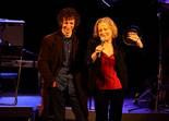 Premis Enderrock 2012 Marina Rossell i Eduard Iniesta recullen el Premi Joan Trayter 2012 a la millor producció musical de l'any pel disc de versions de Georges Moustaki.