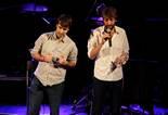 Premis Enderrock 2012 Dos components de Manel recullen el Premi Enderrock 2012 per votació popular al millor artista de pop-rock 2011.