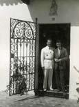La vida Pedro Urraca Léon Degrelle, polític belga i oficial de les Waffen SS condemat a mort per crims de guerra,amb el seu fill a la seva finca de Sevilla