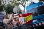 Manifestació espanyolista davant de la seu de CiU a Barcelona