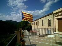 Via Catalana - Fotos dels lectors Estelada onejant al café de Cabassers