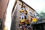 Bateig dels Castellers de Solsona Els castells s'han aixecat amb la façana de l'ajuntament de fons