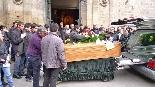 Funeral pel jove Aleix Ribera Els companys del jove Aleix  van acomiadar-lo fins a la sortida de l'església