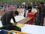 Preparatius Final Copa del Rei 2011 Fins i tot l'alcalde de Solsona ha col.laborat signant una porra del partit