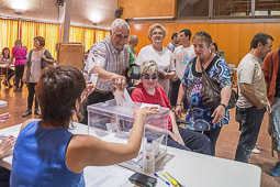 Municipals 2015: jornada electoral a Osona Taradell. Foto: Josep M. Montaner