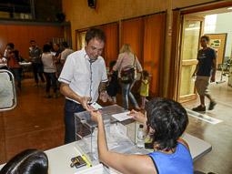 Municipals 2015: jornada electoral a Osona Lluís Verdaguer votantal centre cultural Costa iFont de Taradell. Foto: Toni Carrasco