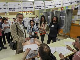 Municipals 2015: jornada electoral a Osona Alfons Giol votant a Centelles. Foto: Toni Carrasco