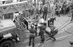 Estimats bombers (1978-94) Simulacre d'explosió a Vic, el 28 de febrer de 1982. Foto: Josep M. Montaner