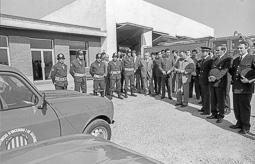 Estimats bombers (1978-94) Benedicció dels vehicles del parc de bombers de Vic durant la celebració de la Festa dels Bombers, el 8 de març de 1983. Foto: Josep Maria Montaner