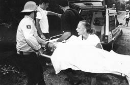 Estimats bombers (1978-94) Auxili en un accident de trànsit  (1990). Foto: Arxiu La Marxa