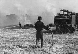 Estimats bombers (1978-94) Incendi agrícola a la carretera de Prats. El camió de la foto és el 288, es va cremar l'any 1994 a l'incendi de Sant Miquel del Fai. Foto: Arxiu La Marxa