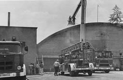 Estimats bombers (1978-94) Incendi a Industrias Riva. Foto: Arxiu La Marxa