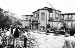 Estimats bombers (1978-94) Incendi a l'empresa Saida, de Ribes de Freser. Foto: Arxiu La Marxa