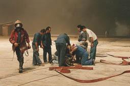 Estimats bombers (1978-94) A la teulada de la fabrica Puigneró de Sant Bartomeu del Grau (1992). Foto: Arxiu La Marxa