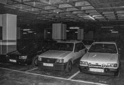 Construcció del pàrquing de la plaça Major de Vic, 1990-91 Els primers vehicles que ja utilitzen el pàrquing.