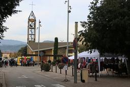 La botiga al carrer, al barri de Montserrat de de Torelló