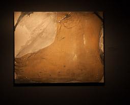 Exposició «116 anys de Pintura Catalana» a Vic Màteria en forma de peu d'Antoni Tàpies.