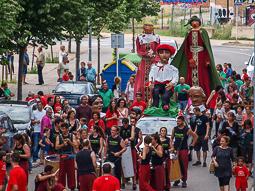 Cercavila de gegants a les festes del barri de l'Horta Vermella