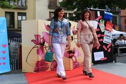 Passarel·la de moda a les festes del barri dels Caputxins de Vic
