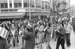 Grups d'animació osonencs dels anys 70 i 80 La Banda Puig a la cercavila per convocar el \